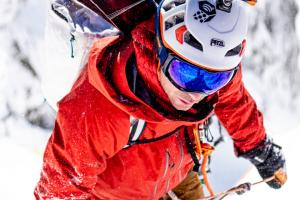 """Freeskier – Mountain Hardwear Jacket Giveaway – Win a Mountain Hardwear """"The Viv"""" Gore-Tex Pro Jacket"""